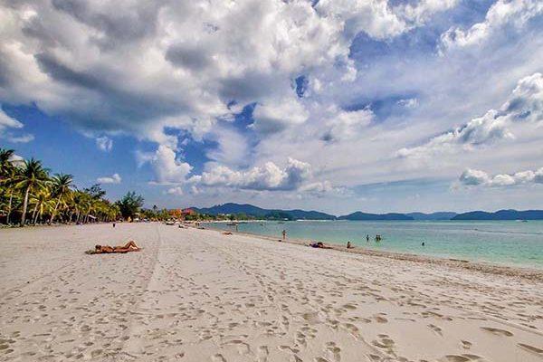 Entspanntes Strandleben am Pantai Cenang auf der der schцnen Insel (Pulau) Langkawi.