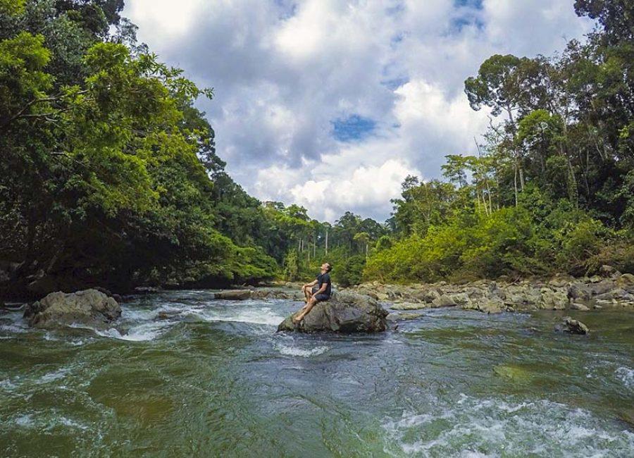 1e_Danum_valley_waterfall_amazing_borneo